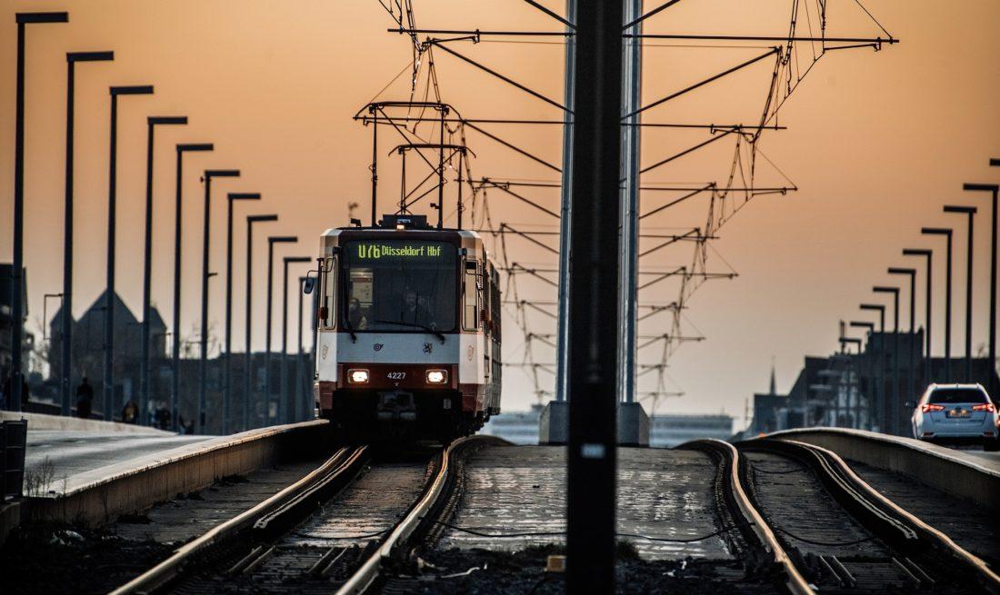 Mehr Busse und Bahnen, bessere Haltestellen, günstigere Tickets - das sind einige der Vorschläge des Jugendrates für die Rheinbahn. Foto: Andreas Endermann