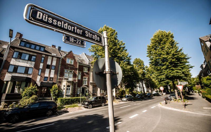 Auch Düsseldorf hat eine Düsseldorfer Straße - in Oberkassel. Foto: Andreas Endermann