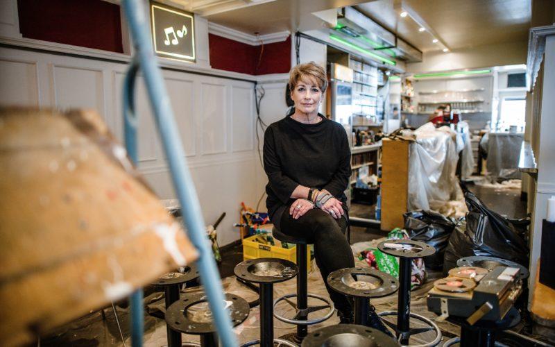 """Unser Bild zeigt Bea Kallen im """"Café a Gogo"""", das sie derzeit renoviert. Foto: Andreas Endermann"""