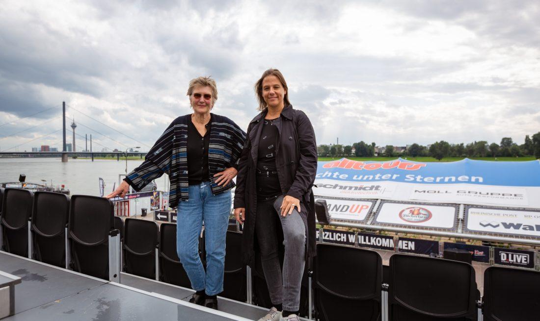 Seit 27 Jahren ist Rosemarie Schatter (links) für das Programm im Düsseldorfer Open-Air-Kino verantwortlich. Heute arbeitet sie mit Daniela Stork von der städtischen Veranstaltungstochter D.Live zusammen. Foto: Johannes Boventer