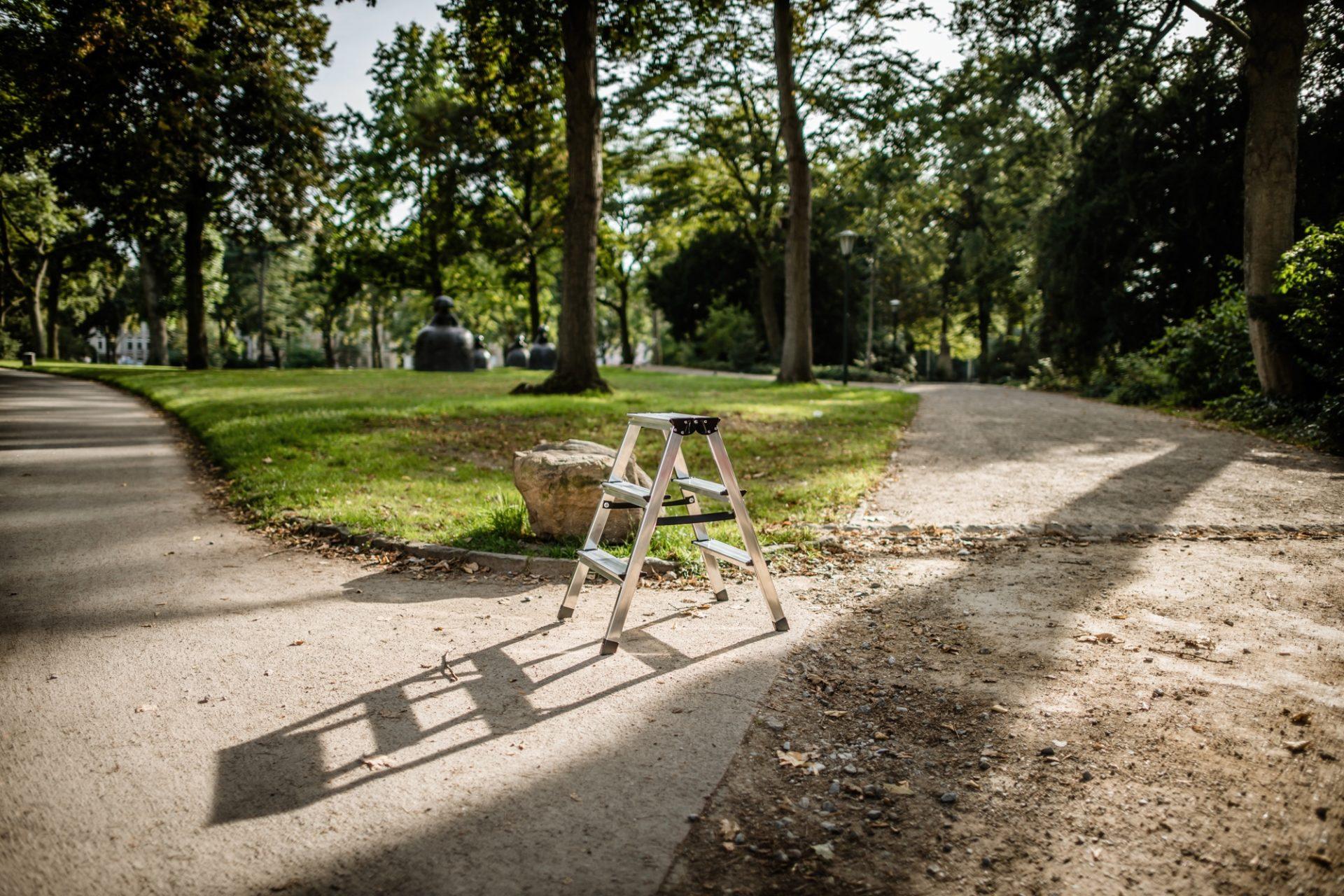 """So könnte eine """"Speakers' Corner"""" im Hofgarten aussehen: eine Trittleiter oder eine Kiste, darauf ein Mensch, der über ein Thema spricht, das ihm gefällt. Foto: Andreas Endermann"""