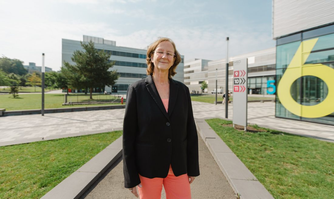 Edeltraud Vomberg, Rektorin der Hochschule Düsseldorf, auf dem Campus in Derendorf. Foto: Johannes Boventer