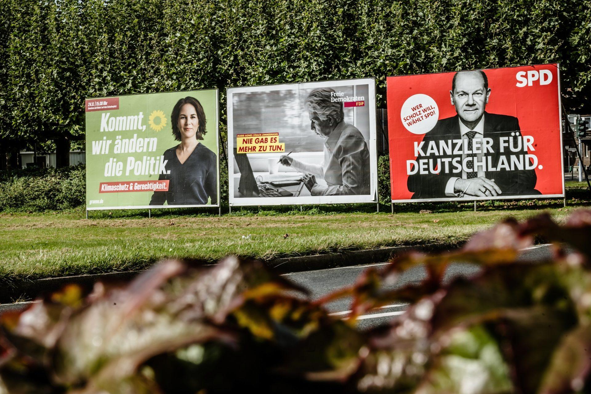 Die Wahlplakate an Düsseldorfs Straßen werben noch bis Sonntag für Parteien und Kandidaten. Ihre Langzeitfolgen für die Landeshauptstadt zeichnen sich auch schon ab. Foto: Andreas Endermann