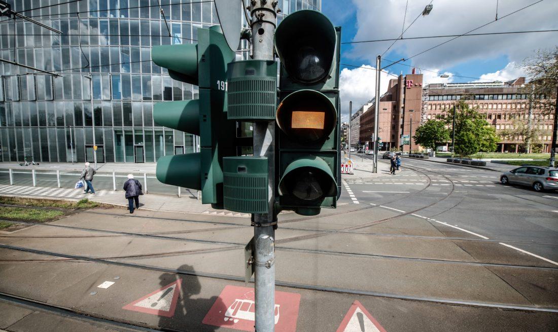 Gelb am Graf-Adolf-Platz - wer schnell genug ist, kann jetzt noch losgehen. Foto: Andreas Endermann