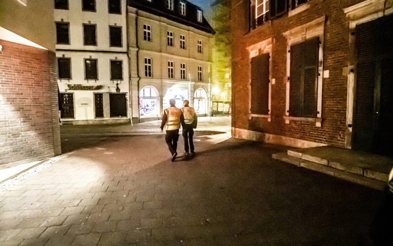 Keiner unterwegs, ausgestorbene Straßen in Düsseldorf? Ja, aber nur während der Ausgangssperre in den letzten Wochen. Corona war der Grund dafür. Und für einen Rückgang der Bevölkerungszahl. Allerdings nur vorübergehend. Foto: Andreas Endermann