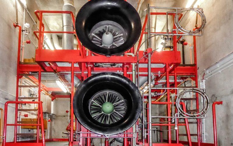 Zwei der sechs Triebwerke, die im Notfall die Stromversorgung Düsseldorfs sicherstellen. Foto: Stadtwerke
