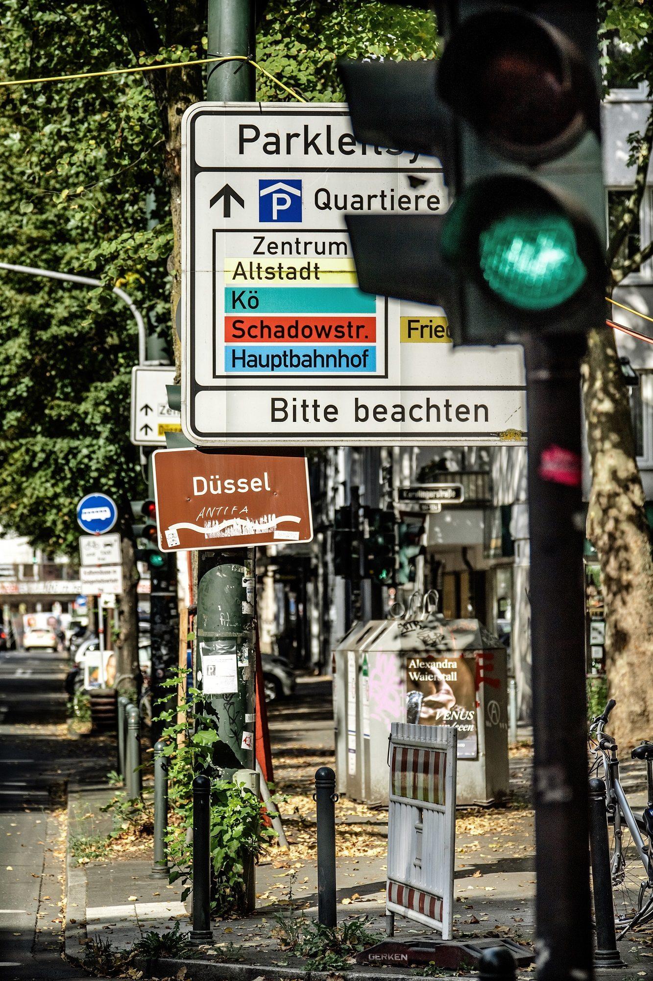 Wer langsam durch die Stadt geht, sieht mehr, hört mehr, erfährt mehr. Das meint auch Fotograf Andreas Endermann, wenn er sich und uns ein Bild macht.