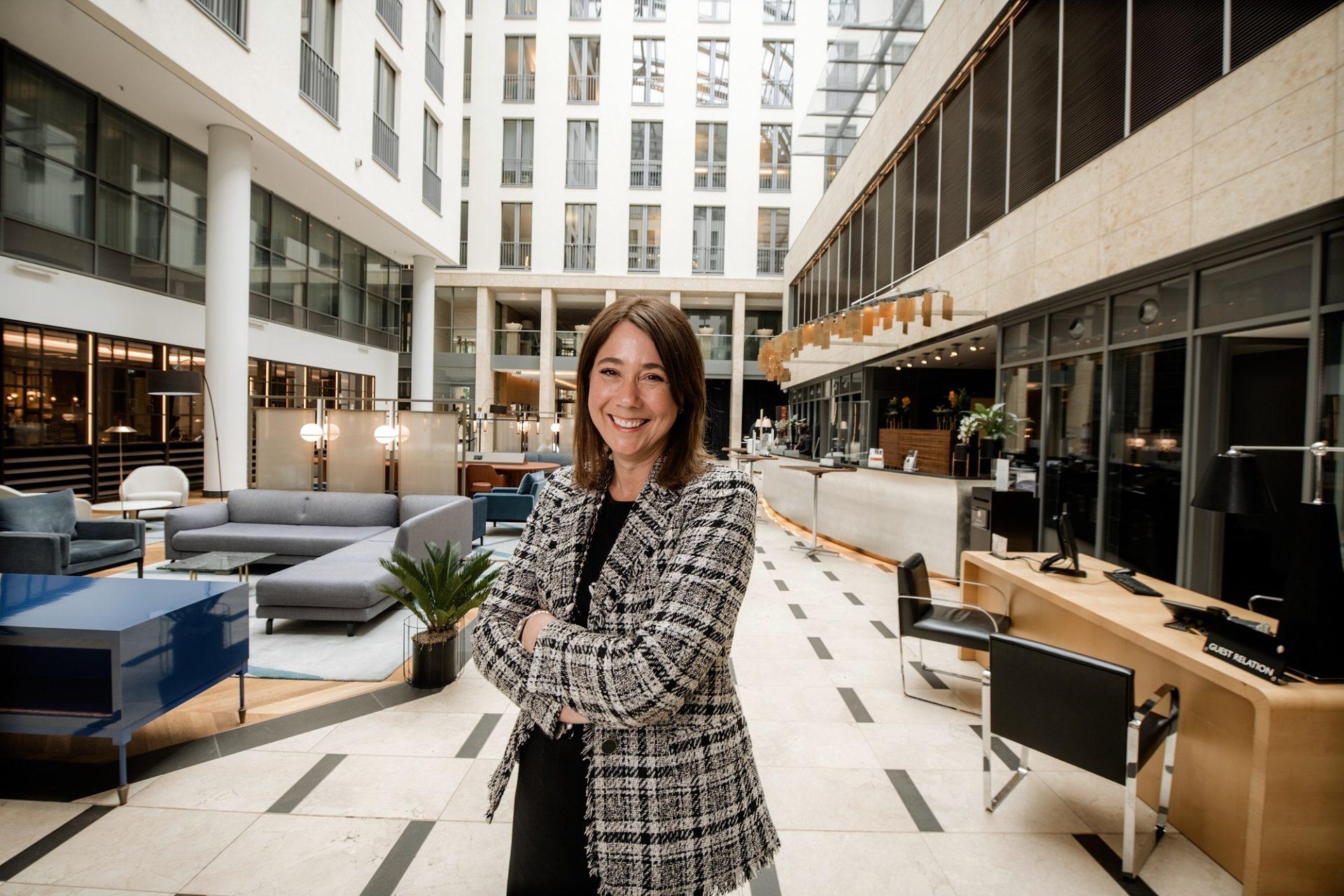 Britta Kutz in der Lobby des Hotels Interconti an der Königsallee. Foto: Andreas Endermann